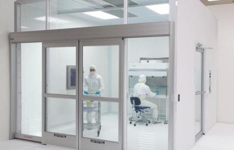 cleanroom-biosafe-frp-models-140418-IMG_8446-700